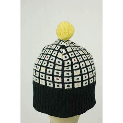 The toymaker's bobble hat (black/multi)